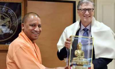 business-news-bill-gates-meets-cms-yogi-adityanath-and-chandrababu-naidu-offers-help-for-development