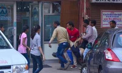 latest-news-jaipur-foreign-tourist-bull-attack
