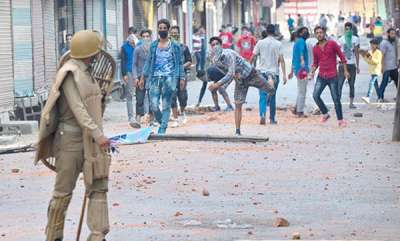 latest-news-over-4500-stone-pelting-cases-in-kashmir-to-be-dropped