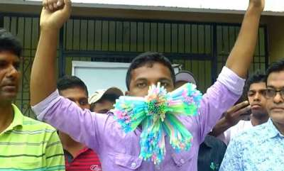 odd-news-odisha-man-stuffs-459-straws-in-his-mouth-sets-world-record