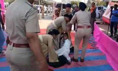 latest-news-father-died-in-line-of-duty-she-pleads-with-vijay-rupani-in-viral-video