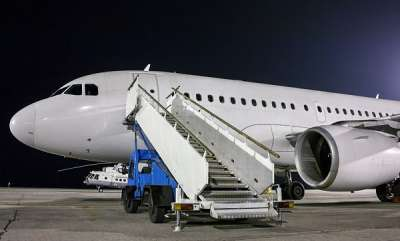 auto-why-passengers-board-on-plane-left-side