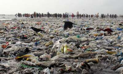environment-cyclone-ockhi-dumped-80000-kg-of-garbage-onto-mumbais-beaches-says-bmc
