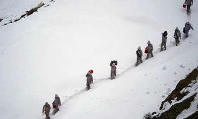 latest-news-avalanche-hits-army-post-at-loc-three-jawans-missing