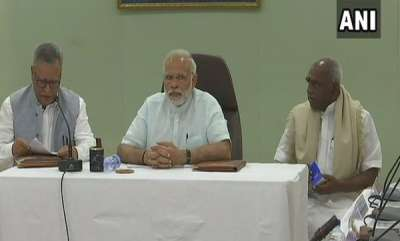 kerala-ockhi-modi-holds-meeting-with-officials-in-lakshadweep