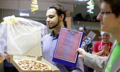 odd-news-russian-man-marries-a-pizza-because-love-between-humans-is-too-complicated