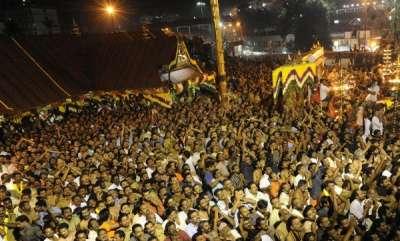 kerala-makaravilakku-thousands-offer-worship-at-sabarimala