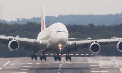 world-plane-battles-intense-storm-to-make-dangerous-landing