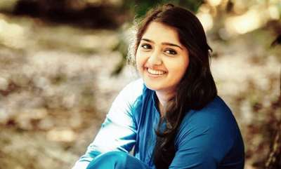 latest-news-tamil-film-stars-stands-with-sanusha-besides-mollywood