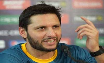 sports-shahid-afridis-gesture-for-indian-fan-is-winning-the-internet