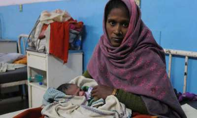 india-denied-entry-into-hospital-over-aadhaar-woman-delivers-baby-outside