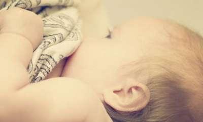 rosy-news-transgender-women-breast-feeds-baby