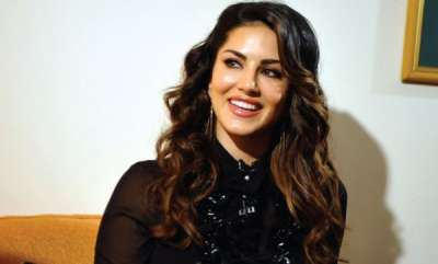 latest-news-sunny-leone-to-launch-her-digital-make-up-app