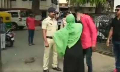 latest-news-mother-of-rape-victim-thrashes-accused-in-police-custody