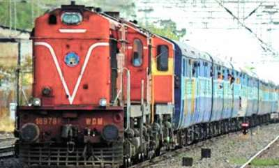 latest-news-guruvayoor-cochin-passenger-train-damage-at-thrissur