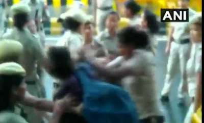 latest-news-photojournalist-assaulted-by-delhi-police-says-her-camera-snatched