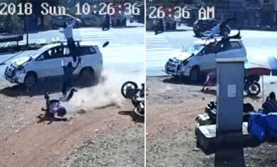 auto-toyota-innova-crashes-into-bajaj-pulsar-three-people-seriously-injured