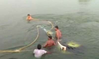 latest-news-9-labourers-killed-as-tractor-plunges-into-irrigation-canal-in-telangana