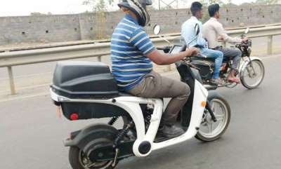 auto-mahindra-genze-electric-scooter-spied-testing