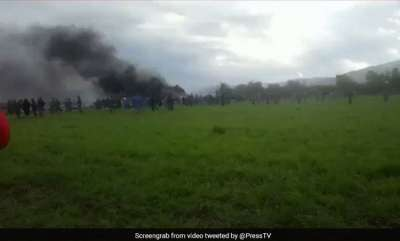 world-algerian-military-plane-crashes-near-a-base