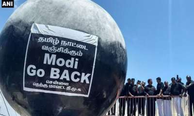 latest-news-cauvery-protest-black-flags-balloons-welcome-pm-narendra-modi-at-chennai-airport