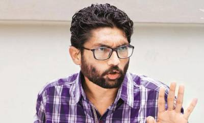 india-jignesh-mevani-stopped-at-jaipur-airport