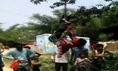 latest-news-man-hung-upside-down-beaten-for-stealing-mobile-phone-in-bihar