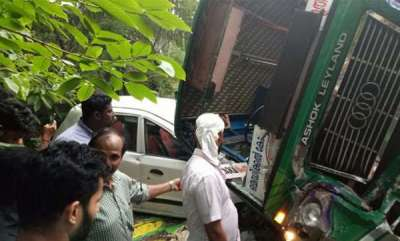 latest-news-bus-topples-on-a-car-in-calicut