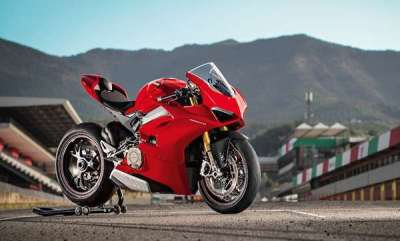 auto-ducati-panigale-v4-and-panigale-v4-s