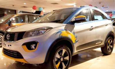 auto-tata-nexon-ipl-edition-revealed-for-fans-of-mumbai-indians