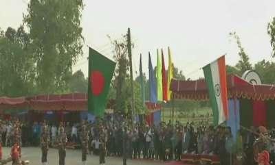 world-wagah-like-retreat-ceremony-at-indo-bangladesh-border