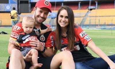 sports-news-ab-de-villiers-takes-his-wife-and-son-out-for-an-auto-rickshaw-ride-in-bengaluru-what-happened-next
