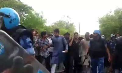 latest-news-protests-clashes-in-aligarh-muslim-university-over-muhammad-ali-jinnah-portrait
