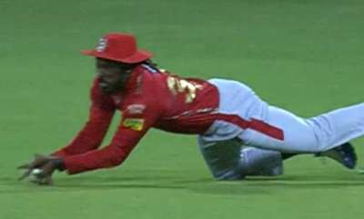 odd-news-chris-gayle-sooper-caych