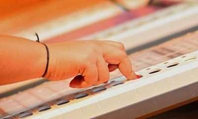 latest-news-karnataka-election-poling-booth-button-presses-lotus