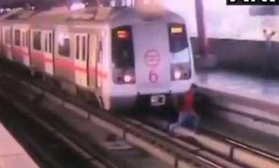 latest-news-man-crossing-tracks-in-delhi-metro-station-has-lucky-escape