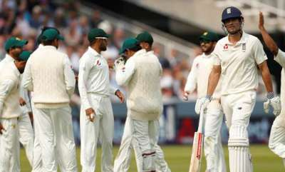 latest-news-icc-bars-pakistan-players-from-wearing-apple-smart-watches-during-play