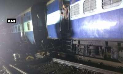 latest-news-three-coaches-of-howrah-mail-train-derailed-near-igatpuri-railway-station