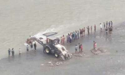 latest-news-14-killed-after-tractor-falls-into-canal