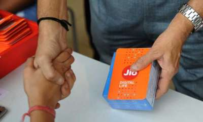 mobile-reliance-jio-offer-mammoth-32-tb-4g-data