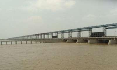 latest-news-nepal-6-cars-killed-in-bihars-kairi-river