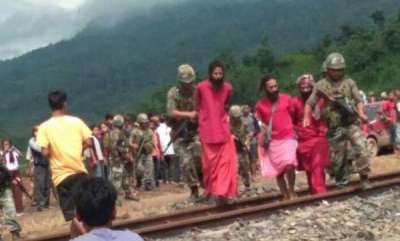 latest-news-alert-armymen-save-3-sadhus-from-lynching-amid-child-lifting-rumours
