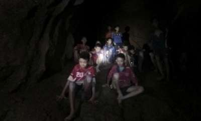 world-4-rescued-from-thai-cave-in-risky-operation-9-remain-inside