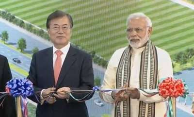 latest-news-pm-modi-along-with-south-korean-president-ingrates-largest-samsung-plant-in-noida