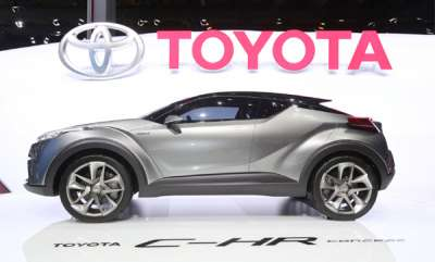 auto-toyota-c-hr-premium-crossover-spied-for-the-first-time-in-india