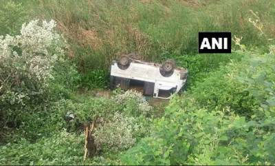 latest-news-minibus-carrying-schoolchildren-falls-off-bridge-in-chhattisgarh-15-hurt