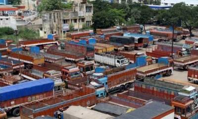kerala-stone-pelting-on-lorry-in-kanchikode-cleaner-killed