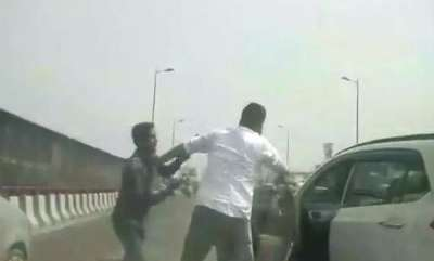 latest-news-delhi-businessman-robbed-of-rs-70-lakh-at-gunpoint-on-busy-flyover