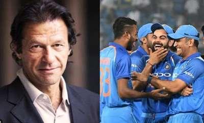 sports-indian-cricket-team-gifts-signed-bat-to-pak-pm-imran-khan