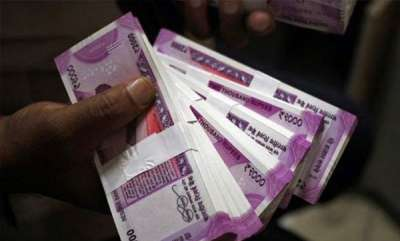 latest-news-teen-distributes-rs-46-lakh-taken-from-father-to-friends-on-friendship-day